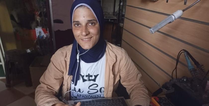 ميادة محمد تحترف صيانة الالكترونيات