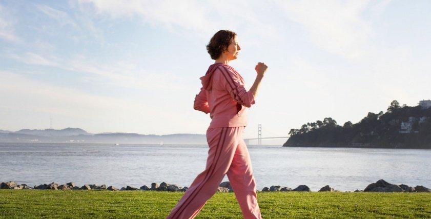 ممارسة رياضة المشى يقلل من آلام الدورة الشهرية