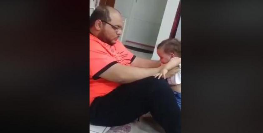 استشري نفسي تحلل الفيديو المتداول لتعذيب أب لأبنته