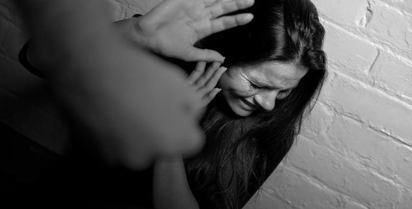 فتاة كويتية تتعرض للاعتداء عليها عقب خداعها