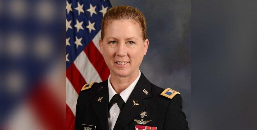 لورا إيجر، ضابطة الجيش الأمريكية