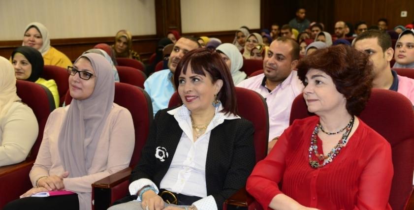 الدكتورة عزة العشماوي
