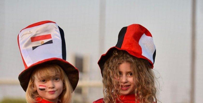 جلسة تصوير للأطفال لتشجيع المنتخب الوطني..